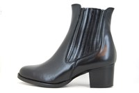 Chelsea boots - black leather in small sizes