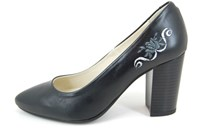 Embroidered pumps - black in large sizes