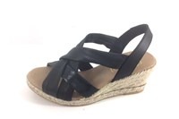 Elastic black sandals in small sizes