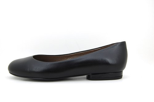 Black plain ballerinas