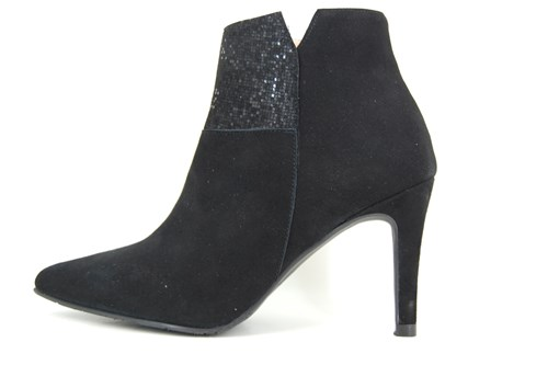 Chic short boots - black
