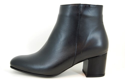 Comfortable Stylish Short Boots - black leather
