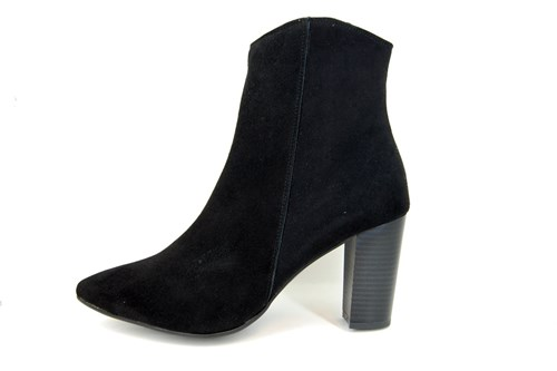 Pointed short boots - black suede