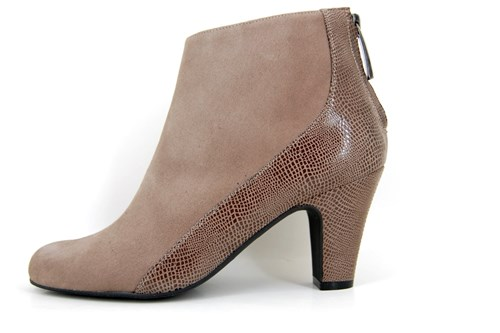 Stylish ankle boots - taupe