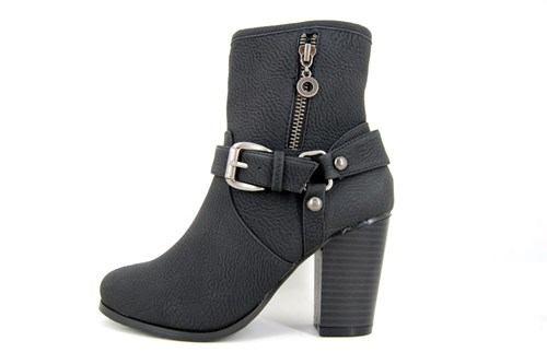 Sturdy black short boots