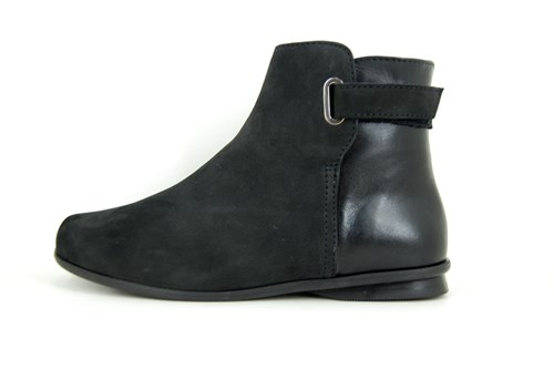 Sportive black ankle boots