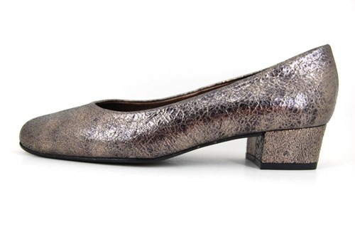 Metallic pumps low heels