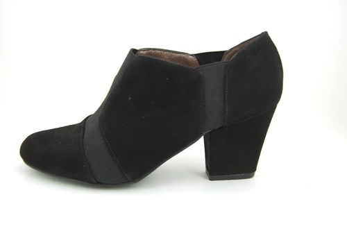 Black high closed pumps