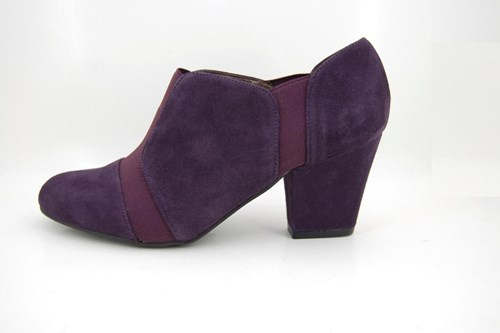 Purple high closed pumps