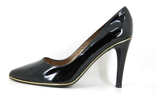 Pointy black patent pumps