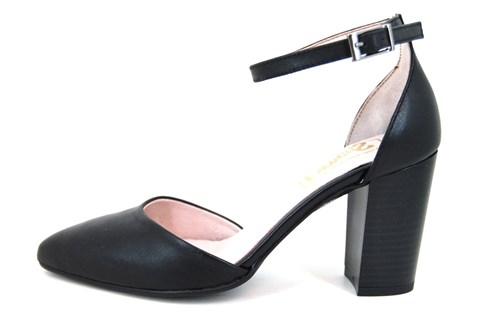 Pumps with ankle strap - black...