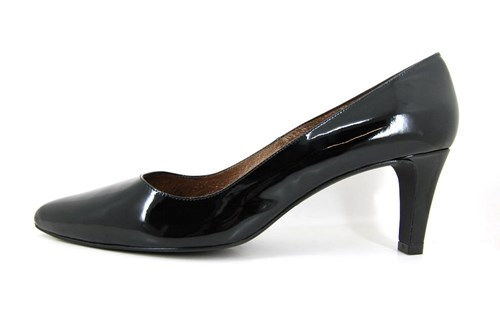 Black patent Kitten Heels