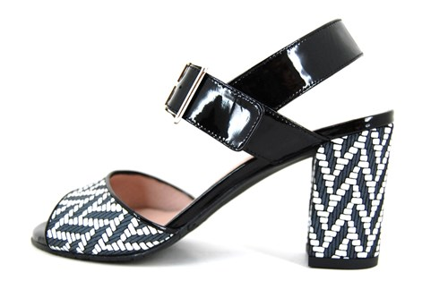 Grafhic design sandals black/white