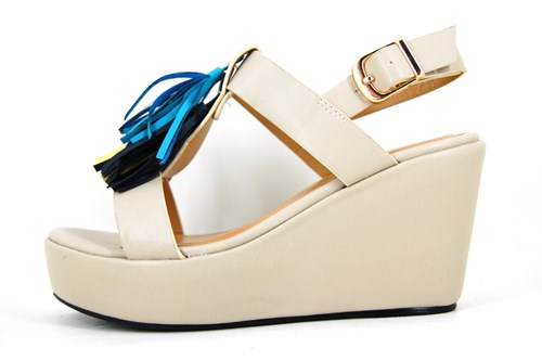 Beachy wedge sandals - cream