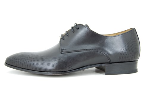 Subtle brogue shoe - black